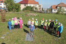 Land art se školkou